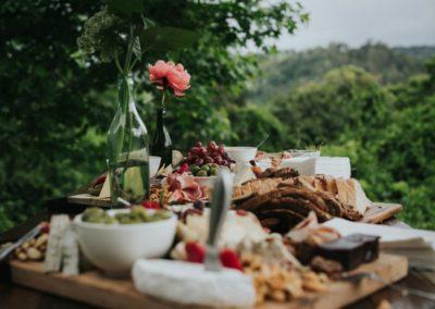Romantic-Garden-Wedding_Bonnie-Jenkins-Photography_feasting-table