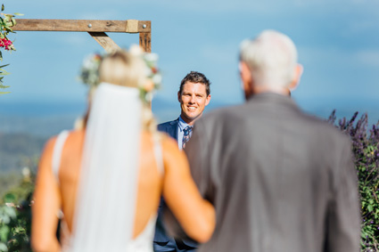 father-of-the-bride_wedding-arch