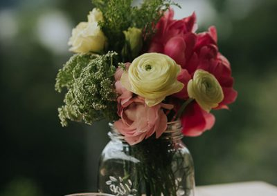 Romantic-Garden-Wedding_styling_centerpiece-640x427